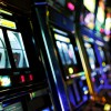Sì alle distanze per le sale slot